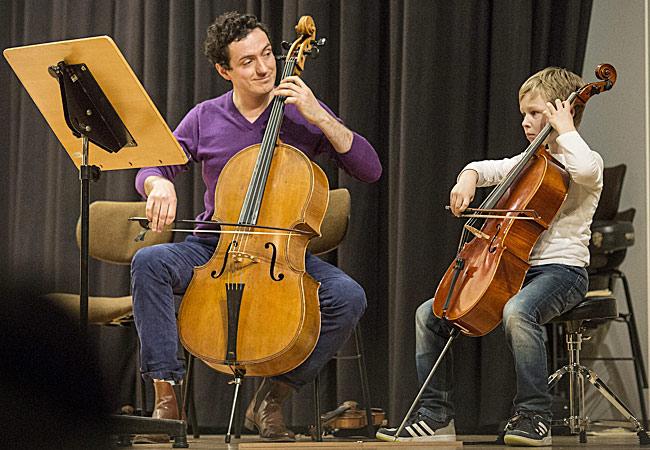 Leonhard Bartussek, Cello, in Düsseldorf, Matthias-Claudius-Schule ©Heike Fischer/Rhapsody in School