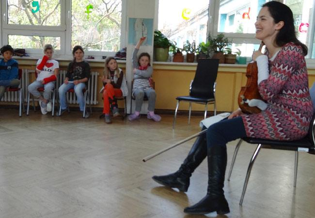 "Sophia Jaffé, Violine, in Dresden, 16. Grundschule ""Josephine"""