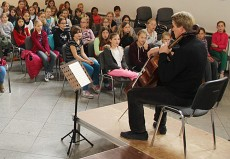 László Fenyö, Cello, in Königstein i.T., St. Angela-Schule