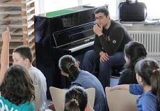 Kemal Cem Yilmaz, Piano, in Hannover-Hainholz, Grundschule Fichteschule