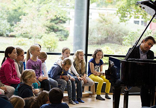 Alexei Volodin, Piano, in Hamburg, Grundschule Turmweg © D. Helling