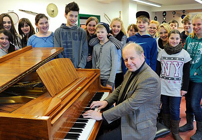 Wolfgang Manz, Piano, in Schwerin, Erich-Weinert-Schule