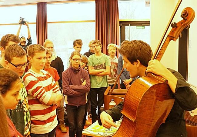 Maximilian Hornung (Cello), Hannover, Carl-Friedrich-Gauß-Schule Hemmungen © atelier ph - Klaus Peters