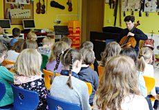 Gabriel Schwabe (Cello), Hörselgau, Hörselschule