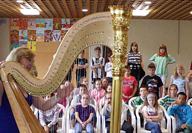 Jana Boušková (Harfe), Heimbach-Schönblick, GGS Schönblick © Paula Schipperges