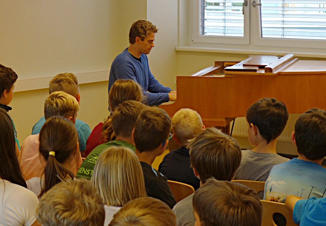 Joseph Moog (Piano), Schwerin, Grundschule Lankow