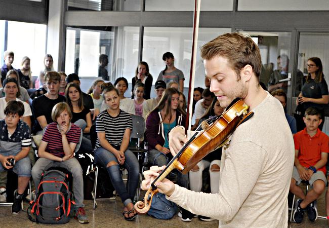 Tobias Feldmann (Violine), Mönchengladbach, Bischöfliche Marienschule©Isabella Raupold
