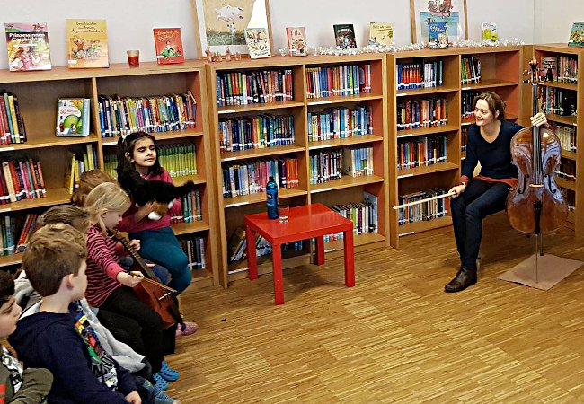 Tanja Tetzlaff (Cello) , Oberursel, Grundschule am Eichwäldchen